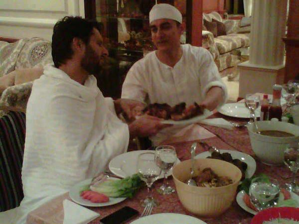 Shahid Afridi and Aamir Khan on Dining Table