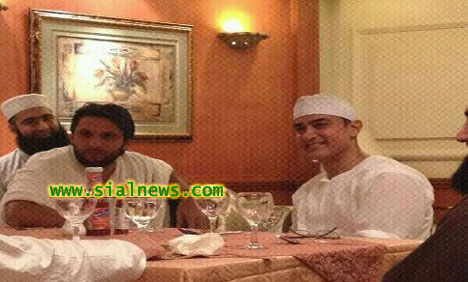Shahid Afridi and Amir Khan During Hajj