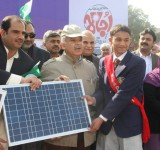 Shahbaz Sharif distribute Solar Home Systems in Bahawalpur (20)