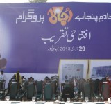Shahbaz Sharif distribute Solar Home Systems in Bahawalpur (3)
