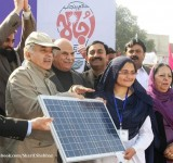 Shahbaz Sharif distribute Solar Home Systems in Bahawalpur (5)