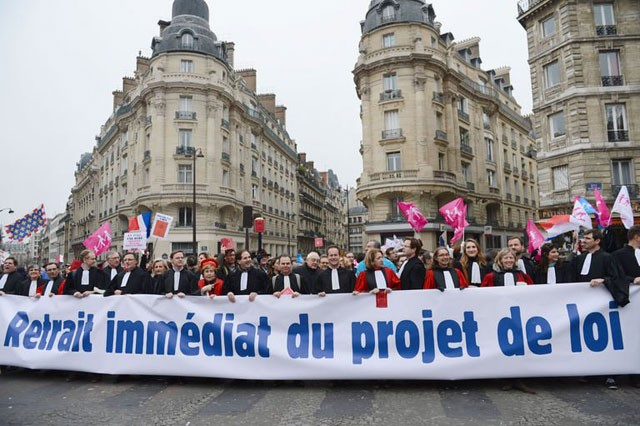 Gay marriage foes stage last-ditch protest in Paris