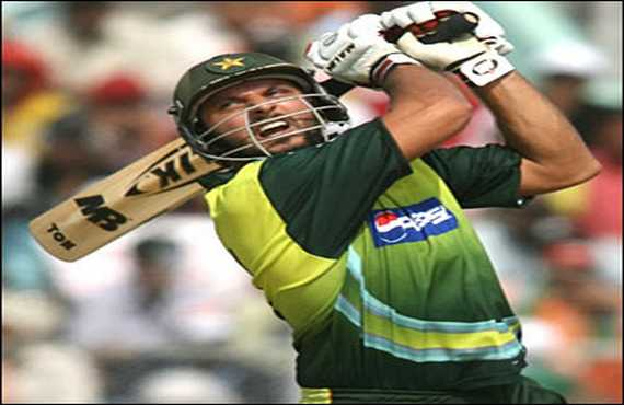 Shahid Afridi completes triple century of sixes