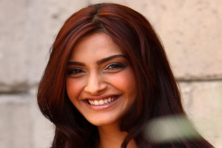 Sonam Kapoor wants to play Meena Kumari