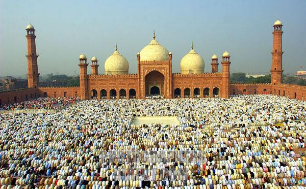 Muslims in Pakistan & India to celebrate Eid-ul-Fitr on Friday