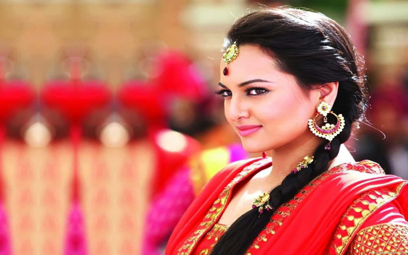 Sonakshi Sinha completes 3 years in Bollywood