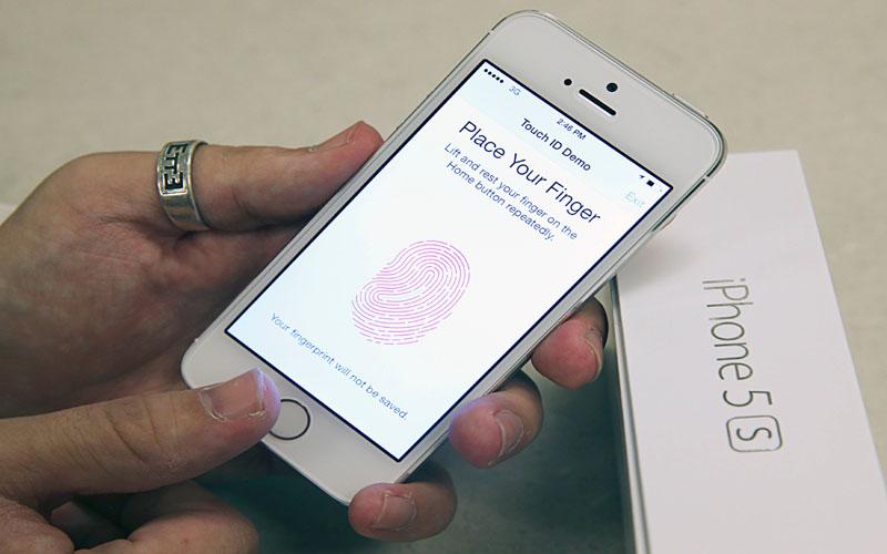 Hackers offered reward to crack Apple iPhone 5s fingerprint security