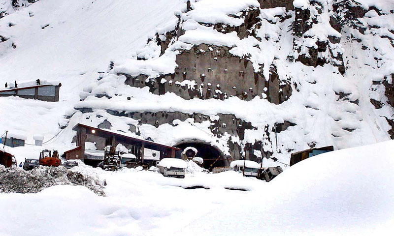 Chitral Heavy snowfall leads to closure of Lowari tunnel