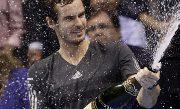 Murray outlasts Robredo to win Valencia title