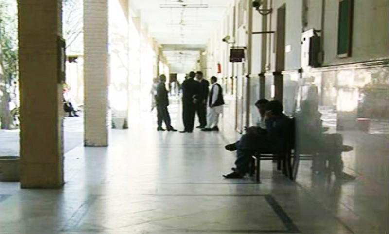 Lawyers boycott courts after police tortures Loralai session judge