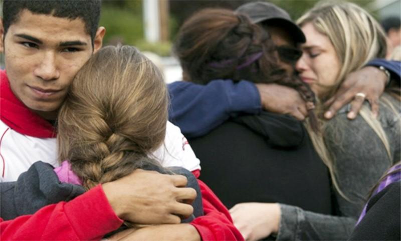 Two dead in US school shooting after online warnings