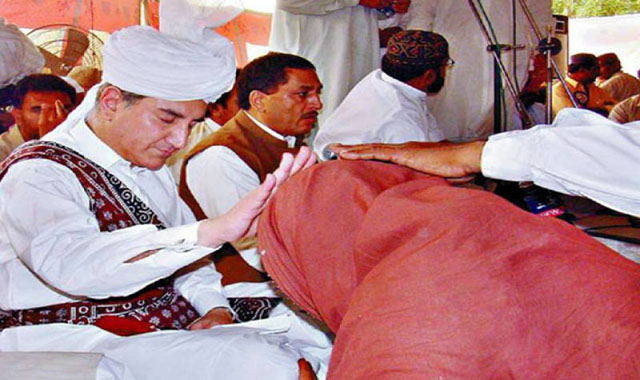 Shah Mehmood Qureshi 'dethroned' as Sajjada Nashin