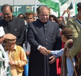 PM and President with Childrens on Pakistan Day