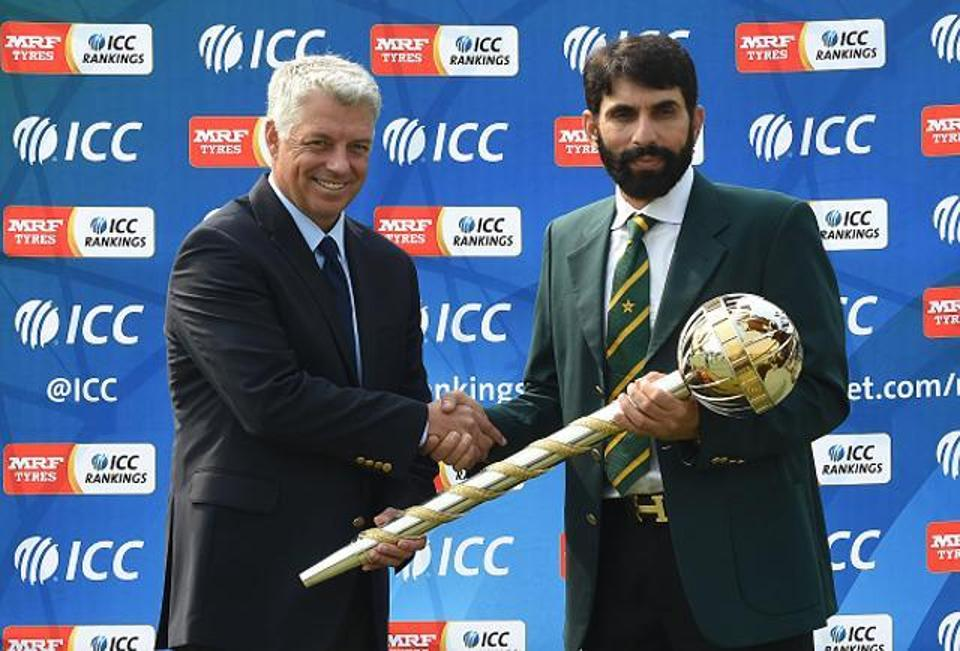 Misbah ul Haq received Test Mace